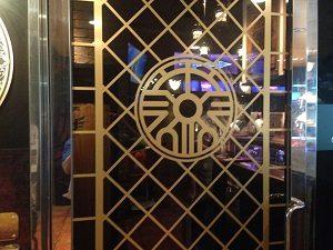 ルイーダの酒場入口のロトの紋章.
