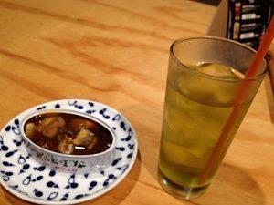 カンズバーでドリンクは緑茶