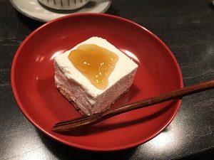 四ツ谷坊主BARのレア豆腐ケーキ