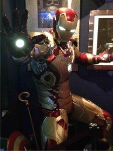 神田フラックス入口横の等身大アイアンマン