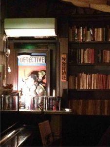 BAR探偵の奥には映像探偵社の表札