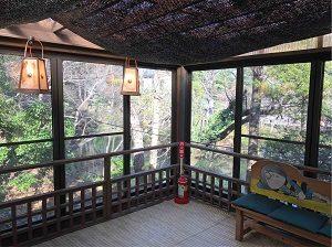 妖怪ギャラリーの奥には深大寺庭園が見渡せる休憩スペース