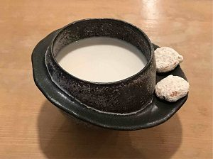 空想カフェのいやしのほうじ茶牛乳