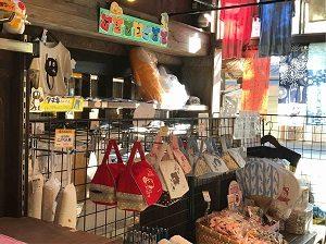 鬼太郎茶屋の物販コーナー