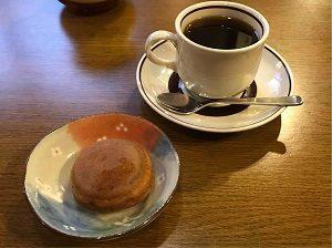 亜呂摩で饅頭をサービスしてもらった