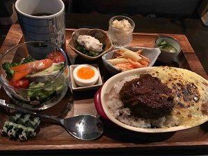 ガンダム食堂タムラのハンバーグカレードリアプレート