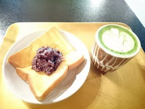 ぼうずン・コーヒーで抹茶ラテとアンバタートーストのセット