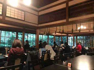 ぼうずン・コーヒーの書院は広々としている