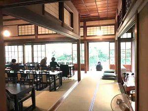 ぼうずン・コーヒーの書院は広い