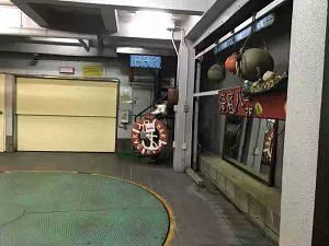 海底BARシェルハウスの入口は直ぐにはわからない