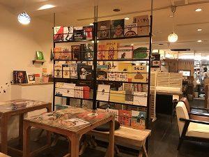 ムッチーズカフェ店内には色々なジャンルの絵本が