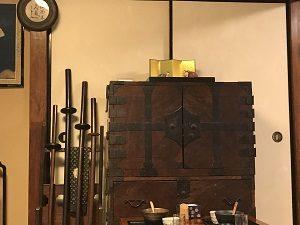 古桑庵の客室には年代物の箪笥も