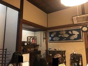 古桑庵の客室には珍しい骨董品も