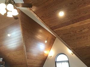 金魚坂の天井もモダンで落ち着くつくり